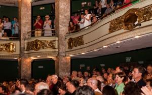 Público aplaudiendo